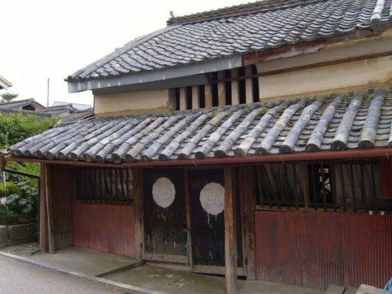 Une maison abandonnée assez intéressante dans Wakimachi à Mima, Préfecture de Tokushima.