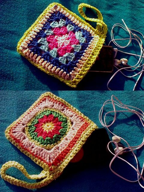 Granny Square purses... cute! A fast but very satisfactory project!
