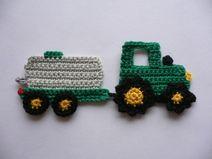 Traktor mit Fasswagen - Häkelapplikation                                                                                                                                                                                 Mehr
