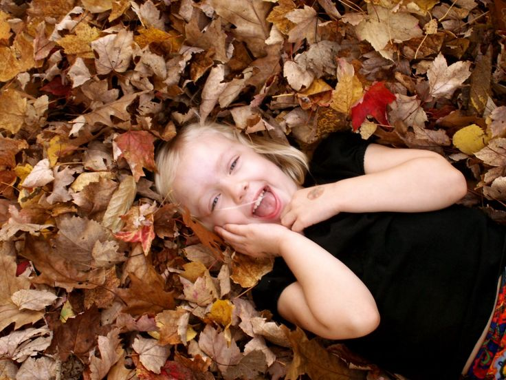 5 Fall Family Photography Tips: Capturing Leaf Pile Play