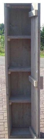 Doe het zelf legkast van steigerplanken. Kast met legplanken, gemaakt van steigerhout. Maak zelf een #kledingkast van steigerplanken.