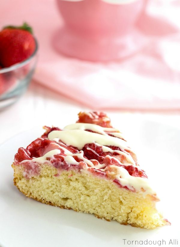 Upside-Down-Strawberries-and-Cream-Cake2