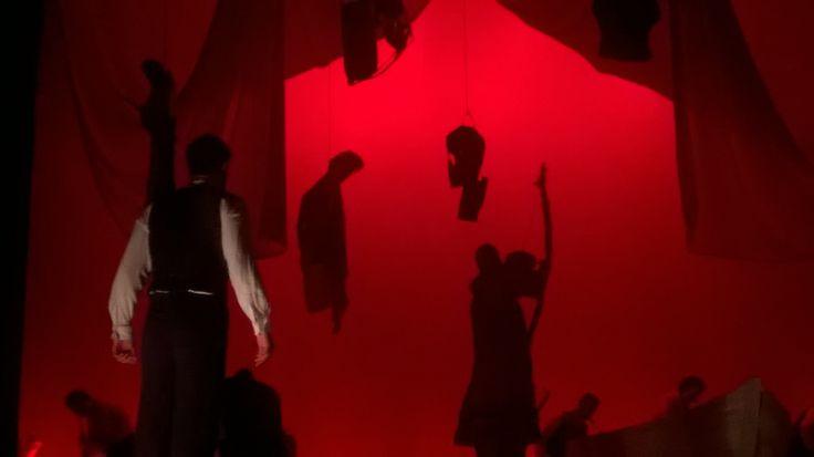 """Scena dello spettacolo """"Il mio nome è Nessuno - L'Ulisse"""" di Valerio Massimo Manfredi, con Sebastiano Lo Monaco, scenografia di Antonio Panzuto - Scene from Valerio Massimo Manfredi's theatrical show """"My name is Nobody - The Ulysses"""", with Sebastiano Lo Monaco, set design by Antonio Panzuto"""