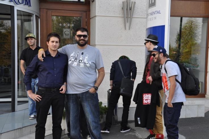 Impreuna cu oaspetele nostru, Grasu XXL, in fata la Continental Forum Sibiu