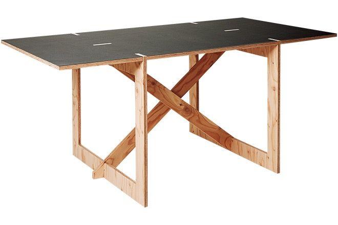 ストーリーのある組み立て式テーブル。  釘を使用せずに組み立てられるテーブル。再生可能な木材で作られたワイルド感を楽しみたい。¥115,000/CON.TEMPORARY FURNITURE(シボネ青山)