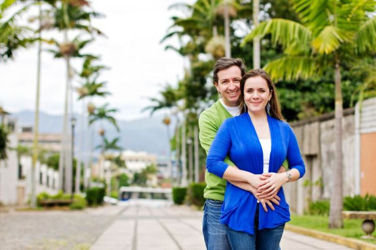Sesiones de compromiso bodas Costa Rica Engagement Session E-session #urban #city #sanjose #flowers #esession #photography #photo #costarica