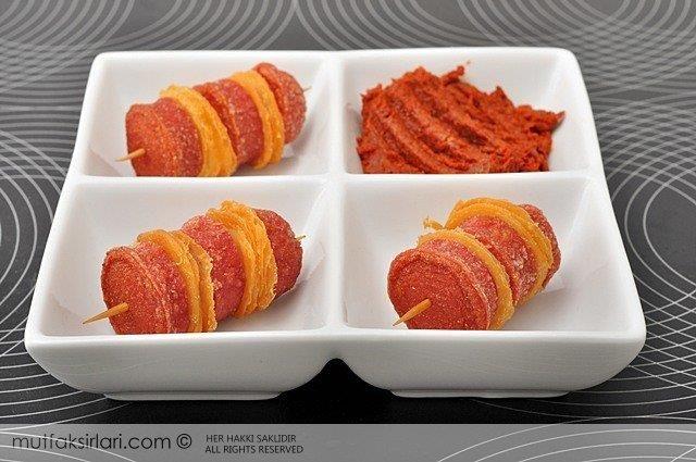 Tortillalı Sosis Şiş   Mutfak Sırları – Pratik Yemek Tarifleri