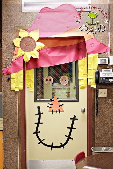 Classroom door idea for fall scarecrow cute fall for Autumn classroom decoration