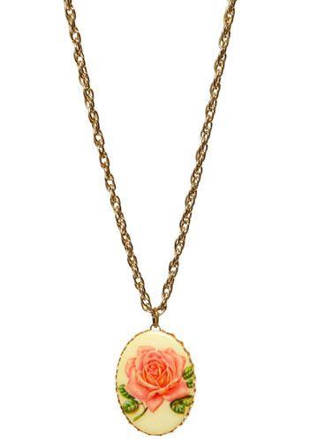vintage rose necklace: Petals Necklaces, Rose Necklaces, Vintage Floral, Vintage Roses, Vintage Necklaces, Vintage Pins, 1960S Vintage, Vintage Jewelry, Vintage Clothing