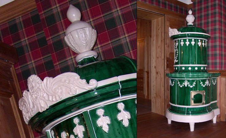 STUFA A OLE IMPERO La stufa a legna con radici più antiche (periodo Asburgico); la stufa in maiolica che affascina nelle decorazioni settecentesche. #stufecollizzolli #handmade #fattoamano #madeinitaly #artigianato #design #italy #arte #qualita #home #casa #arredamento #processoartigianale #ceramica #maiolica #argilla #cotturainforno #pittura #incisioni #rilievi #decorazioni #trentino