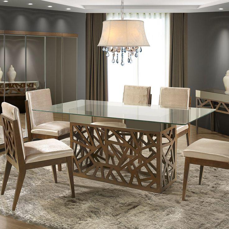 Madeira trabalhada e tampo de vidro para garantir uma decoração elegante na sala de jantar.