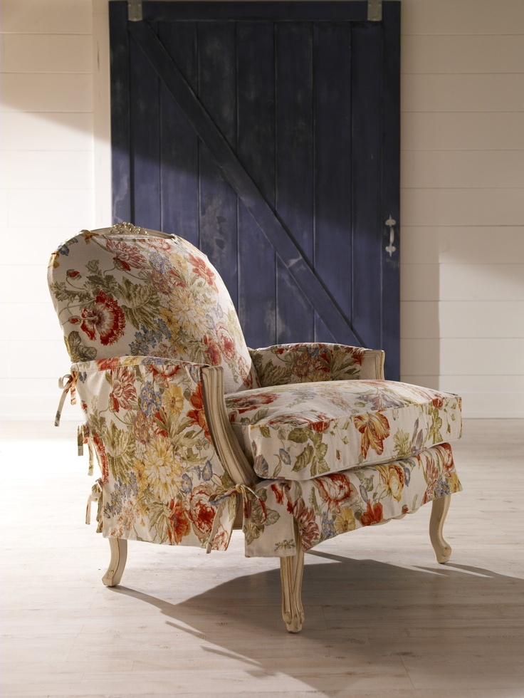 Love the floral slipcover, so elegant and so laid-back. Maybe this belongs on our Flower Power board!