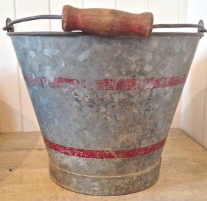 Chaudière antique en fer galvanisé patiné