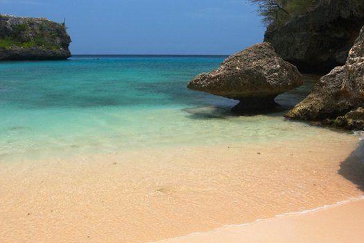 Blue Bay #Curacao #TravelBird #eiland #strand #oceaan #zand #rotsen #reizen