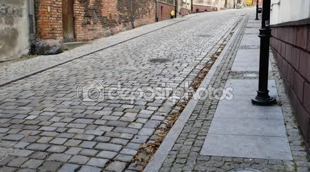 Vecchi edifici nella città di Grudziadz. Grudziadz (Graudenz) è la città sul fiume Vistola nel nord della Polonia, Voivodato di Cuiavia-Pomerania. Fondata dal principe polacco Boleslaw Chrobry — Filmati Stock #109917230