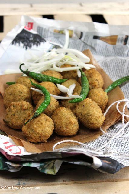 Gujarat na Daal Vada - Spicy lentils deep fried Fritters !