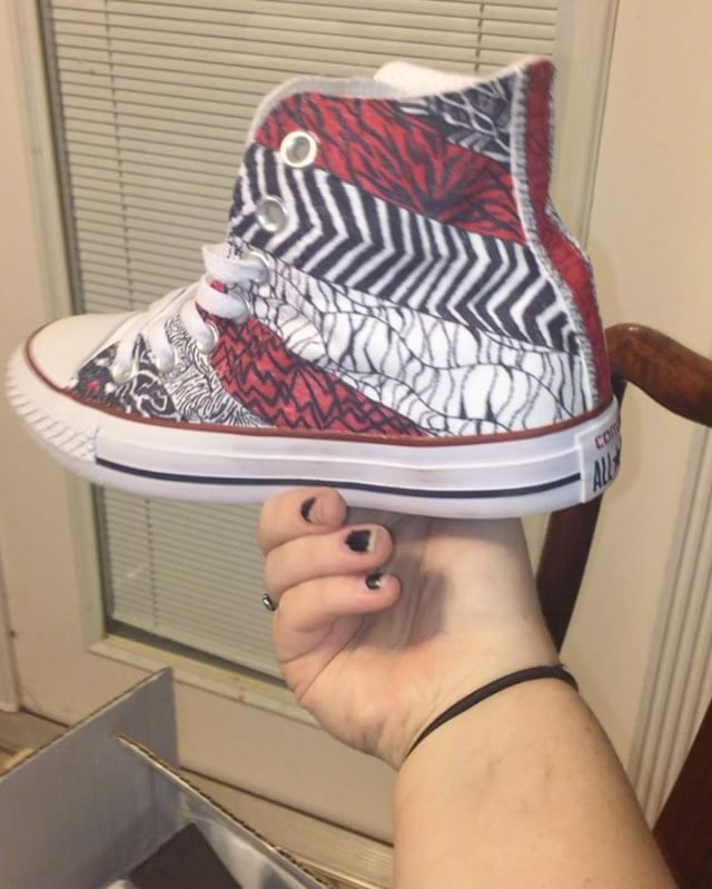 Awesome blurryface converse :))