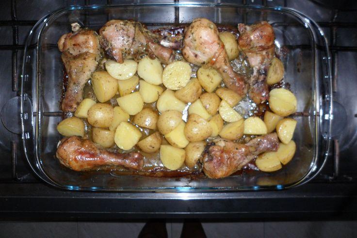 Aprenda a preparar a receita de Coxa de frango assada com batatas