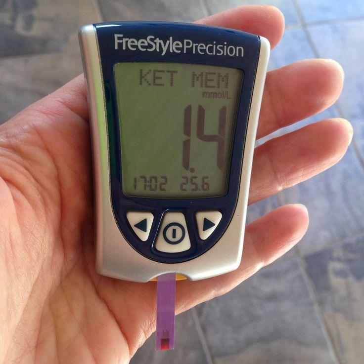 CDJetteDC's LCHF: Atter på vej i optimal ketose - testmåling af blodketoner med FreeStyle Precision blodsukkermåleapparat (der også måler blodketoner).  Læs mere om, hvordan man kommer i ketose og hvad det egentlig er:   http://cdjettedcs.blogspot.dk/2014/06/atter-pa-vej-i-optimal-ketose.html