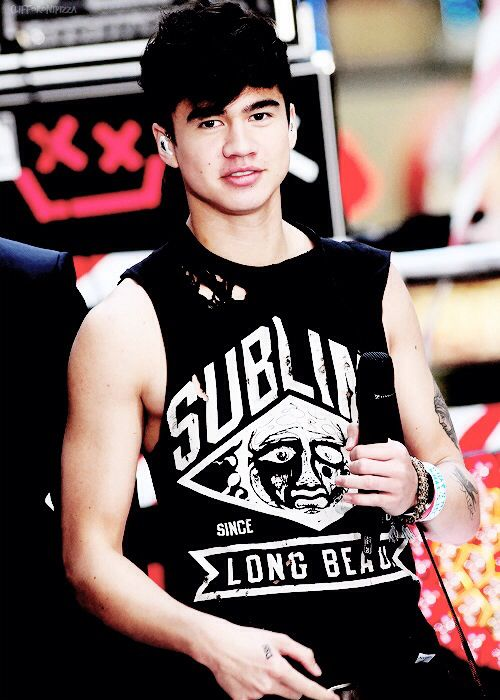 Calum Hood, stop making my eyes melt because of your never ending perfection. ♥♥