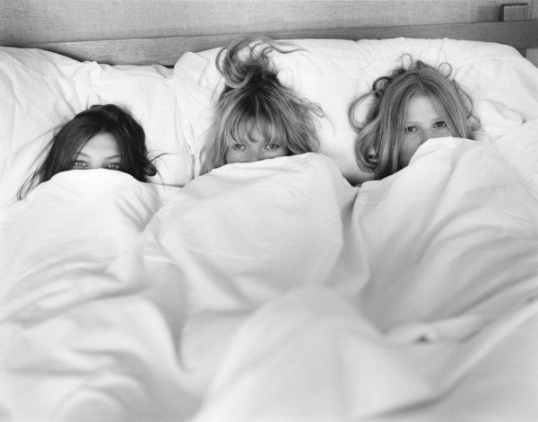 who wants to join them ? In bed with Daria Werbowy, Kate Moss and Lara Stone.