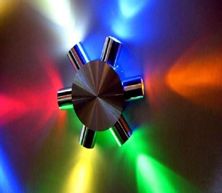 Miniatur LED-Strahler  6 strahlig  Farbe RGB  220 Volt   6 Watt  Alugehäuse.  LED-Licht bringt ihnen Zinsen ..... die gewaltige Ersparnis übers Jahr ! Umrüstung von alter Glühbirne auf LED = 80% Ersparnis, welche Bank gibt ihnen 80% Zinsen !