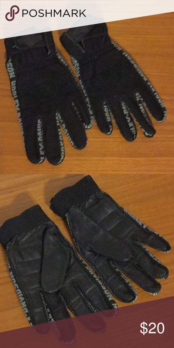 Harley Davidson gloves Black Harley Davidson gloves. Knit on top, leather on palms Harley-Davidson Accessories Gloves & Mittens