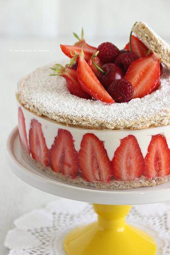 fraisier054 Biscuit succès aux amandes, crème légère à la vanille et fraises gariguettes