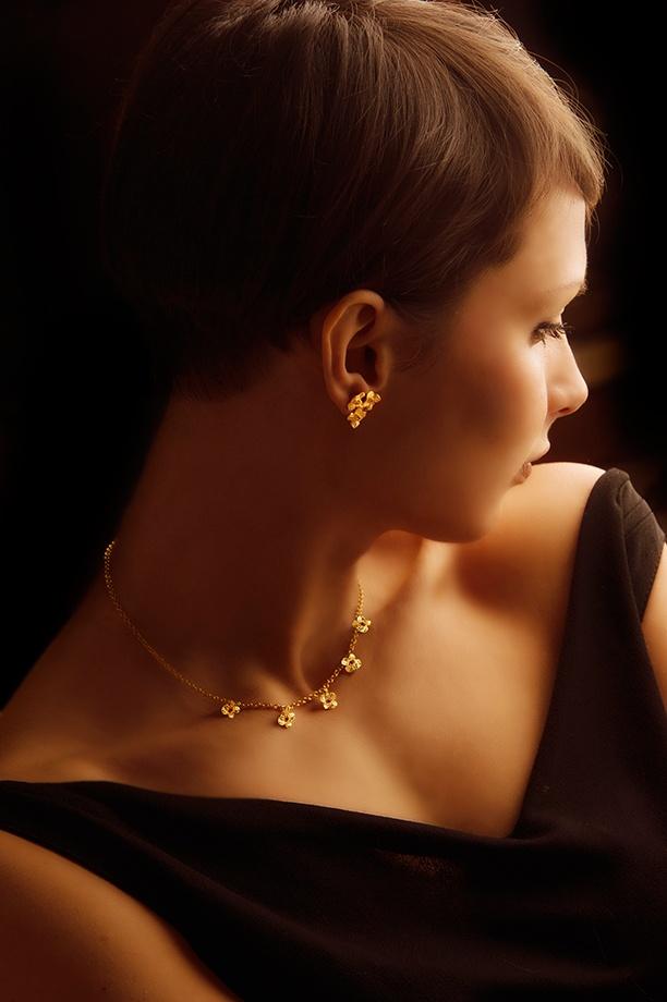 """Collana con 5 fiori naturali """"Non ti scordar di me"""" + orecchini con 3 fiori in argento tit. 925/1000 dorato oro giallo con topazio Round Star rosso mm. 1,90 - SWAROVSKI GEMSTONES."""