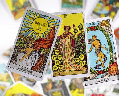 Tarot Online ist ein Klassiker unter den Tarot Kartendecks. Gewinne ein wunderschön gestaltetes Waite-Tarot. Mehr zu den Tarotkarten und unserem Gewinnspiel findest Du hier. #kartenlegen #tarot #hellsehen #wahrsagen #esoterik #spiritualität #gratisberatung #beraterportal
