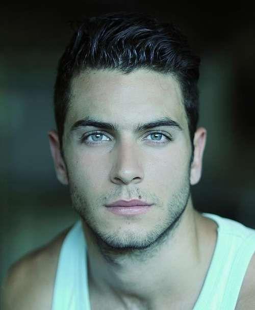 Mavi Gözlü Genç Yakışıklı Erkekler