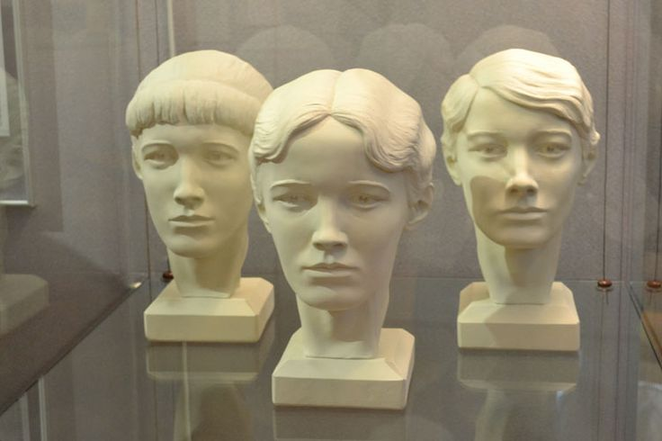 Sculptural reconstruction of the skulls of Anastasia, Olga and Tatiana by S. Nikitin