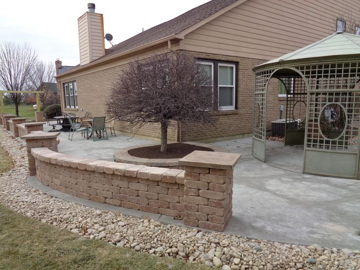 Concrete Patio With Encasing Sitting Walls And Pillars 640 x 480
