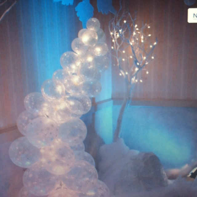 Balloon decorations trunk or treat ideas pinterest for Frozen balloon ideas