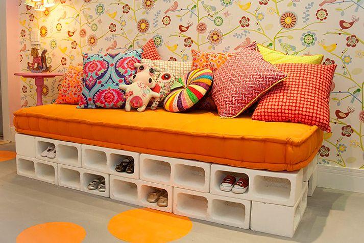 vivere verde: Mobile lettino/scarpiera costruito con vecchi mattoni