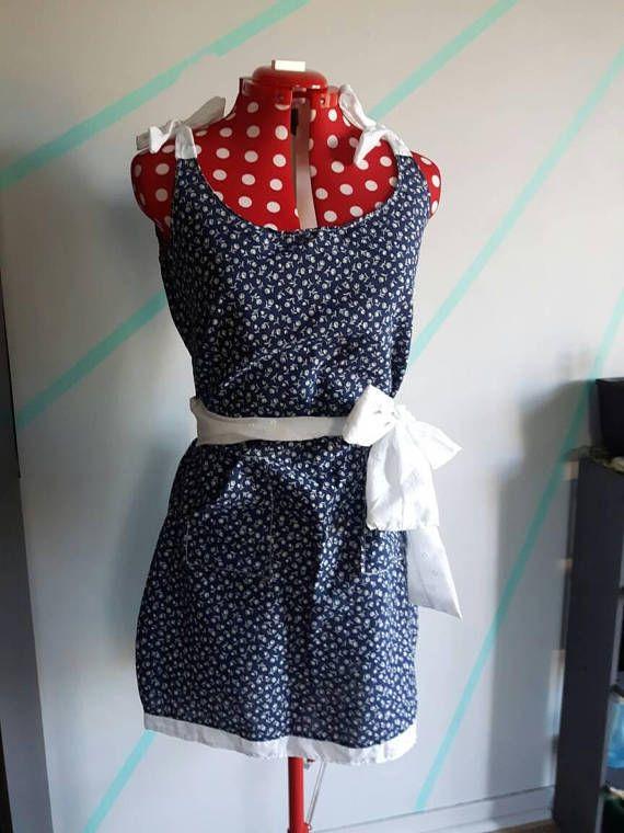 Retrouvez cet article dans ma boutique Etsy https://www.etsy.com/ca-fr/listing/486943597/white-floral-dark-blue-tunic-dress