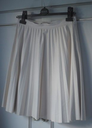 Leather-look cream pleated skirt from Zara   Buy here at #vinteduk http://www.vinted.co.uk/womens-clothing/pleated-skirts/7179089-cream-leather-look-pleated-skirt-from-zara-size-810