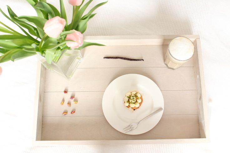 Pistazien-Cupcakes mit Kardamom – Blumen und Farbe