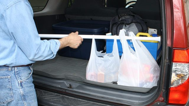 Use a shower curtain rod to keep groceries secure in your car. Not a bad idea!