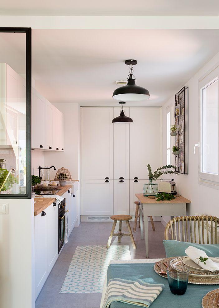 A Prueba De Caidas Cocinas Abiertas Cocinas Blancas Y Piso Pequeno