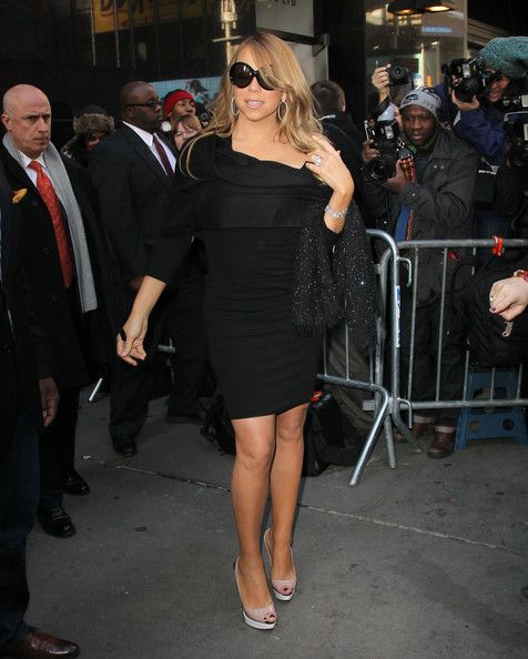 "Mariah Carey Photos Photos - Singer Mariah Carey steps out in Time Square following her appearance on ""Good Morning America"" on February 21, 2012 in New York City, NY. - Mariah Carey Leaves Good Morning America"