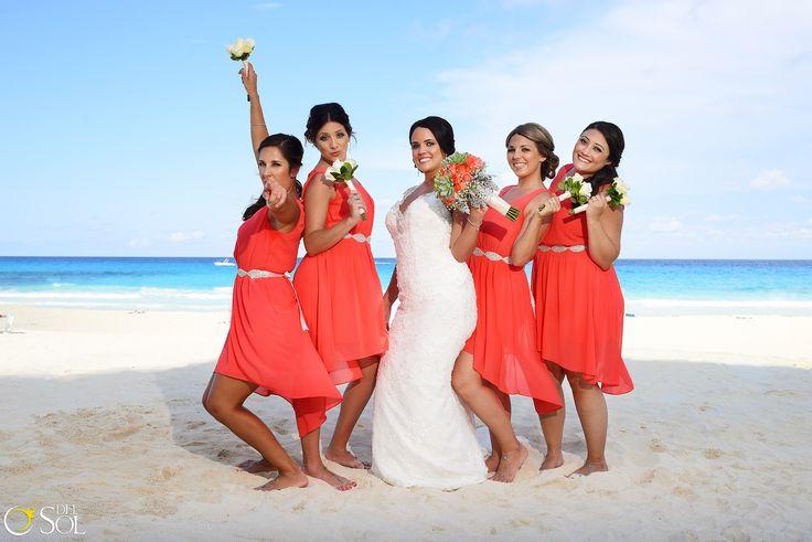 Vestidos color naranja para tus damas de honor, color salmon, durazno, ideas para tu boda, inspiracion para tus damas de honor. boda en la playa, cancun mexico