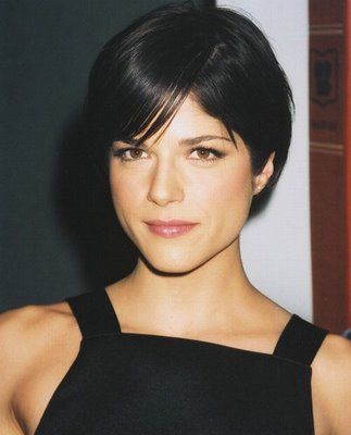 This Selma Blair cut is cute to @cms8494