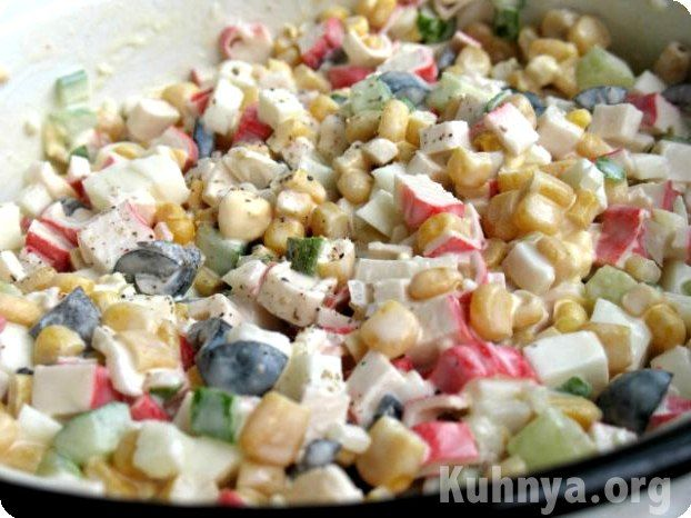 Рецепт салата из креветок и крабовых палочек с помидорами