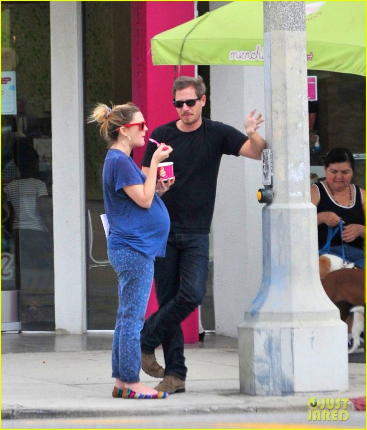 Drew Barrymore: Large Baby Bump at Menchie's ...