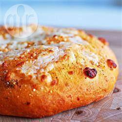 Foto recept: Focaccia met zongedroogde tomaten en mozzarella
