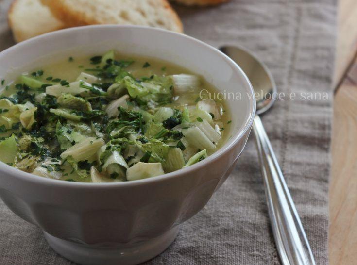 Zuppa di patate e scarola, semplice da preparare, con pochi ingredienti è un ottimo comfort-food per le serate più fredde. Da servire con pane tostato