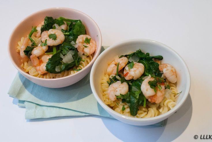 Deze heerlijke pasta is geïnspireerd op een recept wat ik een hele tijd geleden gemaakt had uit mijn Donna Hay kookboek. Haar recepten zijn vaak lekker snel en helemaal niet moeilijk. Ik vond dat h…