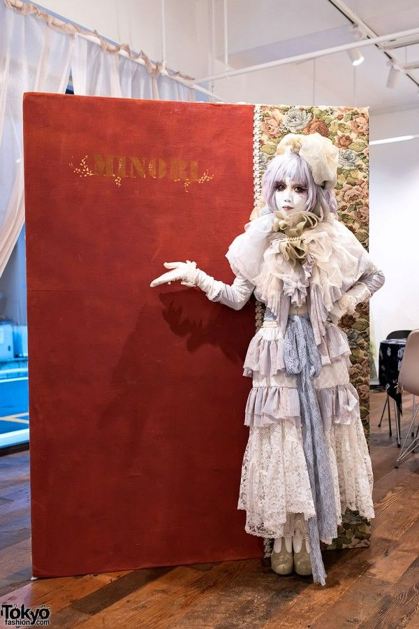 """Japanese shironuri artist Minori at her just-opened """"Leblanc Chemistry"""" exhibition in Ginza today. Minori will be at Qualia Junction gallery daily between now & Nov. 20th. If you're in Tokyo, please come to the gallery to meet Minori and see her work! All of the details are here! #tokyofashion"""