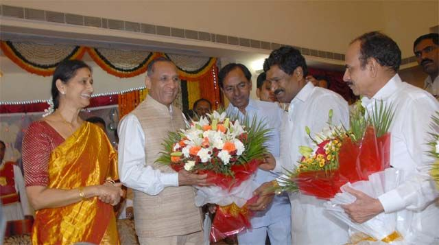 KCR pours his heart out to ESL - click here for complete News....  http://www.thehansindia.com/posts/index/2015-01-02/KCR-pours-his-heart-out-to-ESL-124080